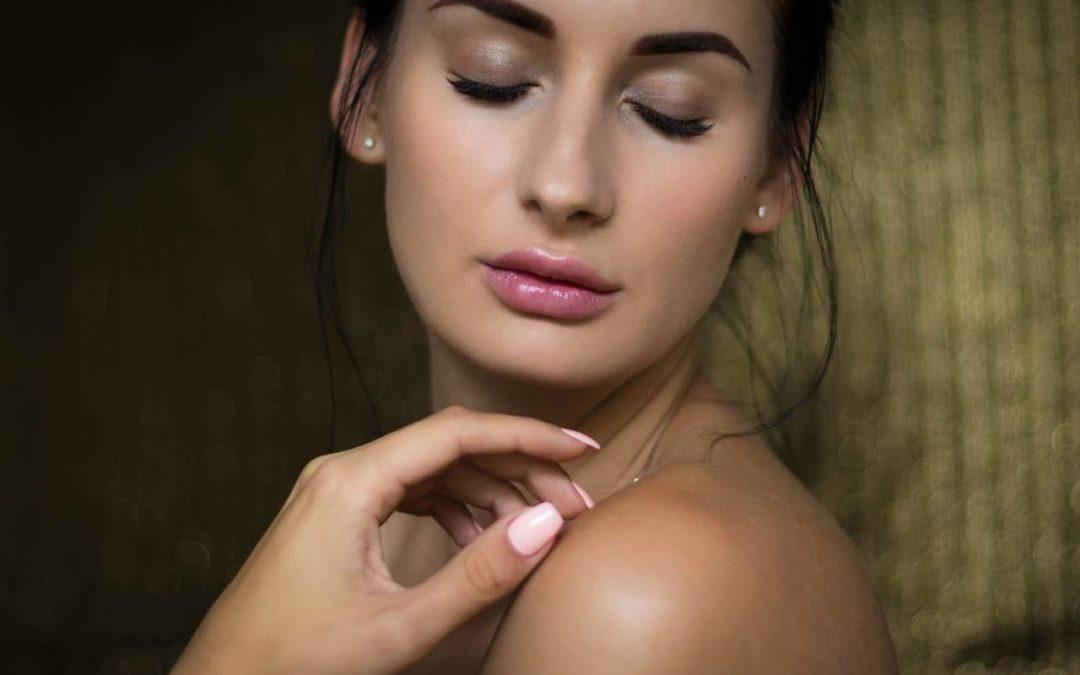 Biorewitalizacja skóry twarzy i ciała – co kryje się pod tym pojęciem?