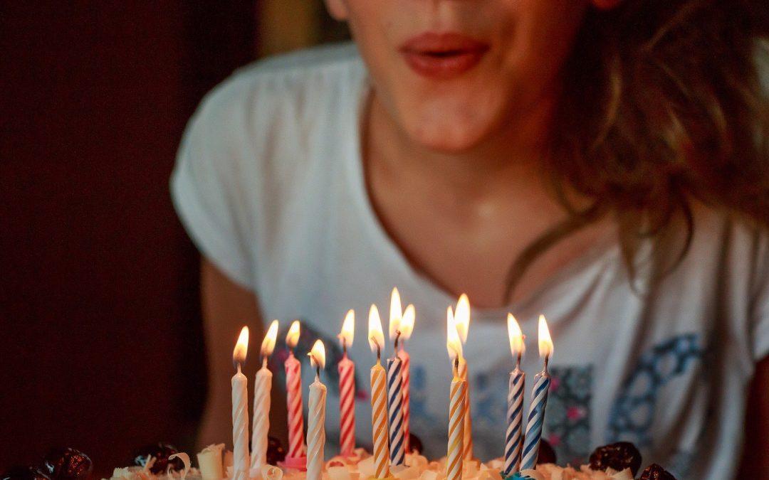 Zabieg kosmetologii Hi-Tech – idealny sposób na uczczenie urodzin!